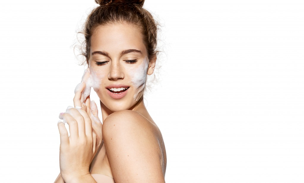 woman doing skin care